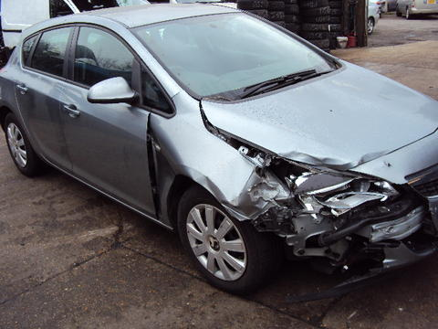Breaking Vauxhall Astra J for spares #3